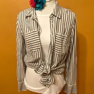 🏖 3 for $25 Striped button down boyfriend shirt